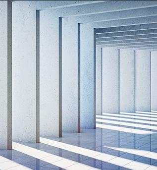 Ein Foto einer Balkenkonstruktion, die abwechselnde Schattenlinien gestaltet. Ein gestreiftes Abbild wird sichtbar.